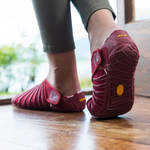 Vibram Womens Furoshiki Wrapping Sole Shoes (Beet Red) - lifestyle