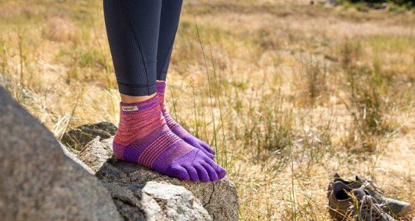 Injinji Womens Trail Mid-Weight Mini-Crew Running Toe Socks (Jupiter) - Lifestyle