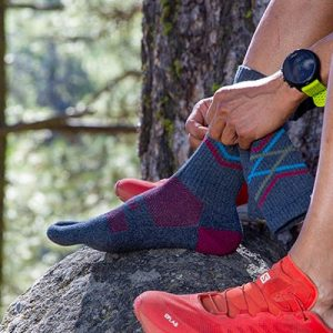 Injinji Trail Crew Midweight Running Toe Socks (Peak) - Lifestyle