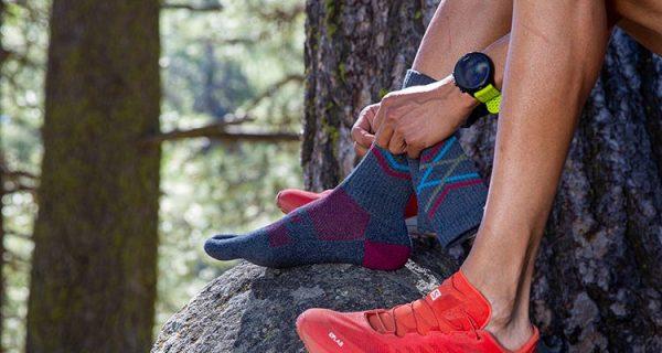 Injinji Trail Crew Midweight Running Toe Socks (Peak) - Lifestyle