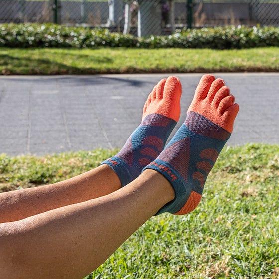 Injinji Womens Ultra Run No-Show Toe Running Socks (Dew) - Lifestyle