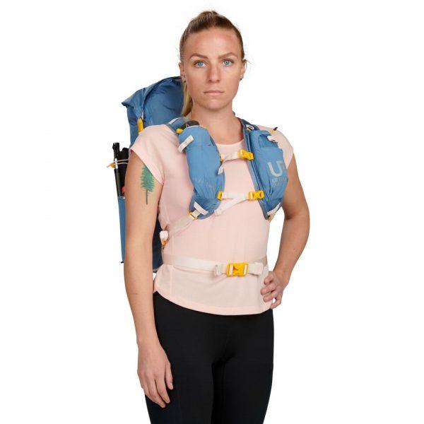 Ultimate Direction FASTPACKHER 30 - 30L Running Backpack for Women - Fog - Model Front