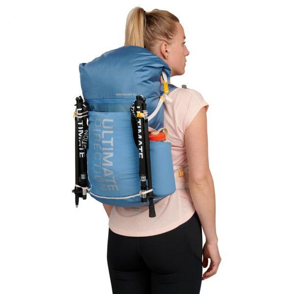 Ultimate Direction FASTPACKHER 30 - 30L Running Backpack for Women - Fog - Model Back
