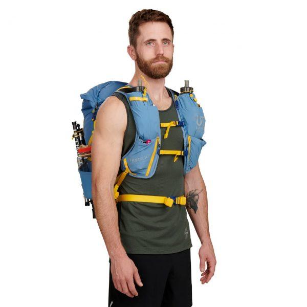 Ultimate Direction FASTPACK 30 - 30L Running Backpack - Fog - Model Front